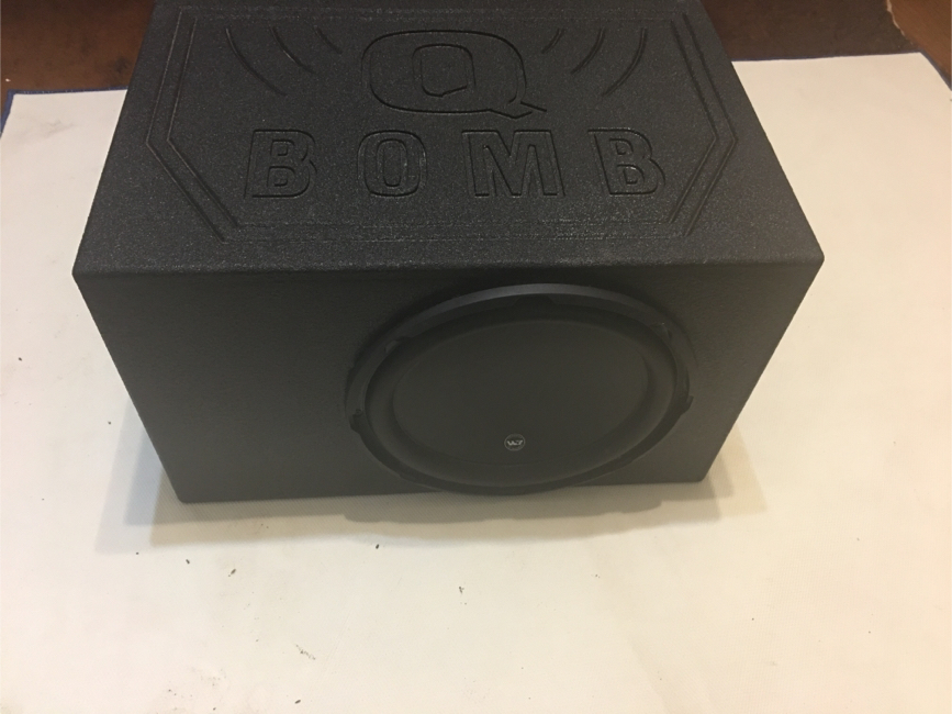 "Photo JL audio W3 12"" whit Q Bomb box"