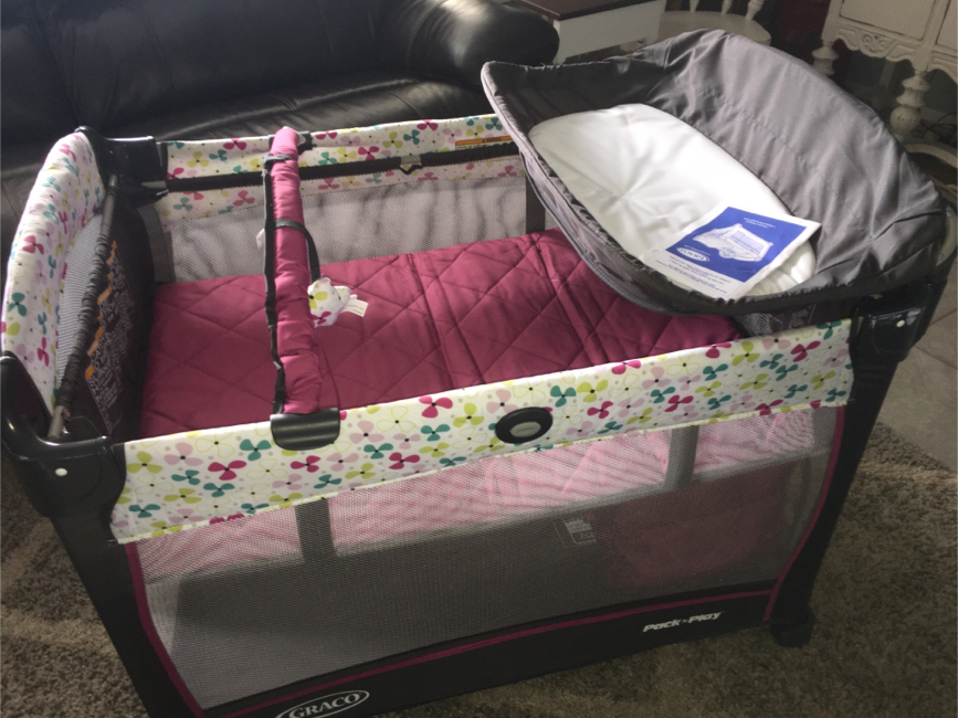 Photo Awesome Graco Pack and play yard with Bassinet, changing table and storage underneath