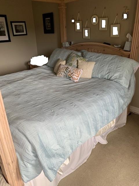 Photo 4 post queen bed