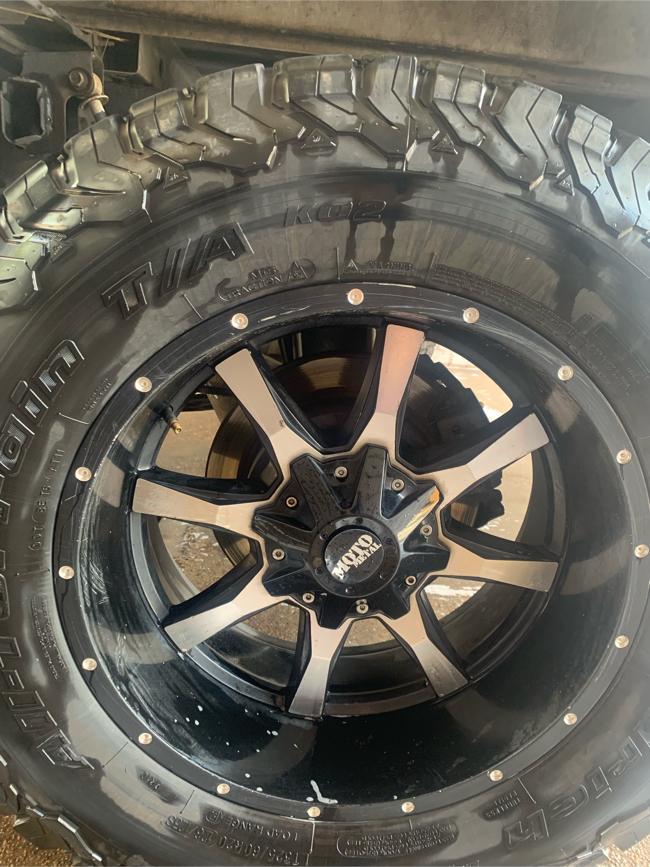 Photo 35 x 12.50 x 20 Moto Metal Tires