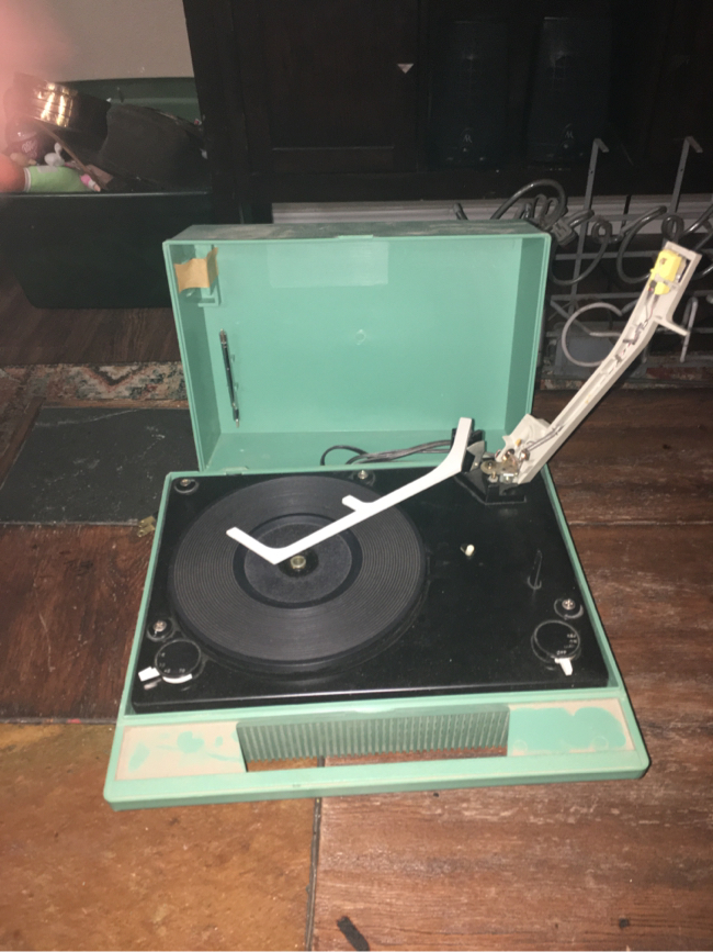 Photo Vintage sears solid state phono record player