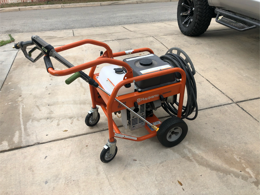 Photo Husqvarna 3100 PSI 2.8-Gallon-GPM Cold Water Gas Pressure Washer with Briggs & Stratton Engine Model 020490. It's in EXCELLENT CONDITION. Price is firm