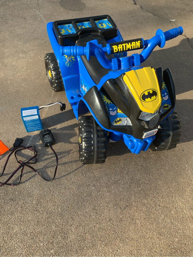 Photo Power wheels Batman lil quad four wheeler with battery. 6v has my used a few times, works good.