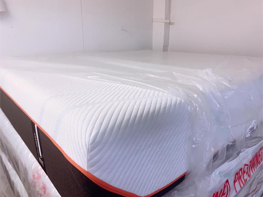Photo Set king size mattress tempur pedic excellent condition