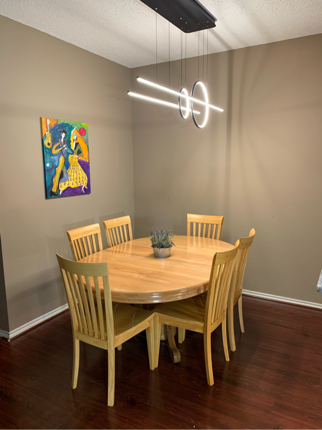 Photo Solid Wood Dining Table Set