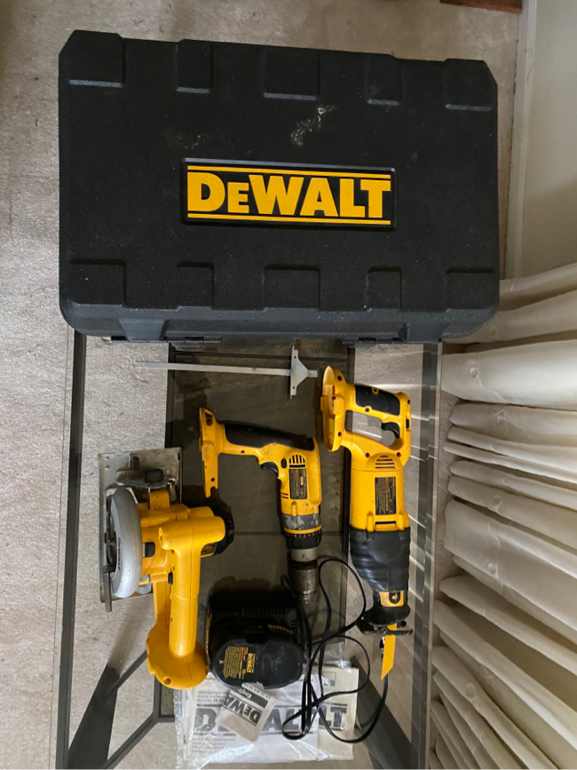 Photo DEWALT 3-Tool 18 Volt Power Tool Combo Kit with Charger and a Battery