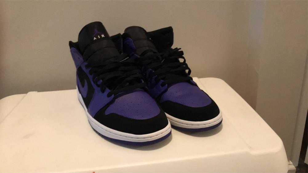 Photo Air Jordan dark concord mid white black and purple