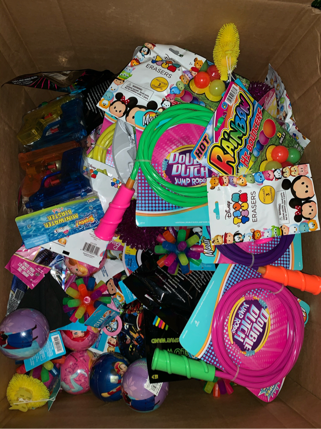 Photo Kids toys, books, dvds, clothing and more. Thomas, Minecraft, Roblox, five nights at freddys, fisher price, shopkins, barbies, hot wheels, build a bear, etc