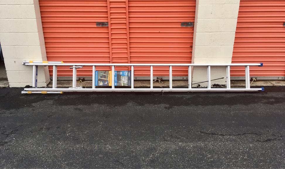 Photo Werner 24 ft. Aluminum D-Rung EQUALIZER Extension Ladder 250 lb. Load Type I Duty Rating