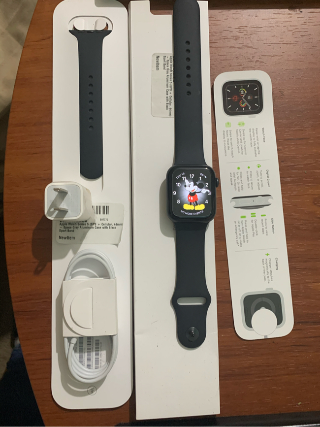 Photo APPLE WATCH SERIES 5 GPS+CELLAR 44mm $400.00 Price FIRM NO TRADES. I bought it less than a month ago. Didn't care too much for it. Pass The day for a return. So I am selling it for $400 the price is not negotiable. It already has a screen protector on