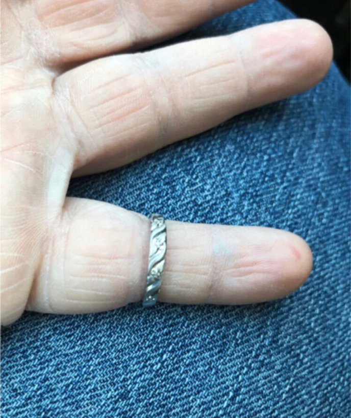 Photo New. 14k white gold women's band ring. Beautiful and elegant. Great for everyday or even as a promise ring or alternative wedding band. Great gift for the woman in your life for a birthday, anniversary gift. As always, I bring a jewelers loupe, di