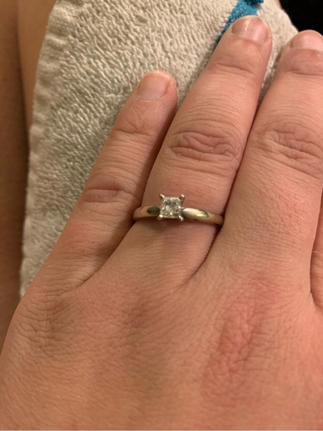 Photo 10kt princess cut diamond ring