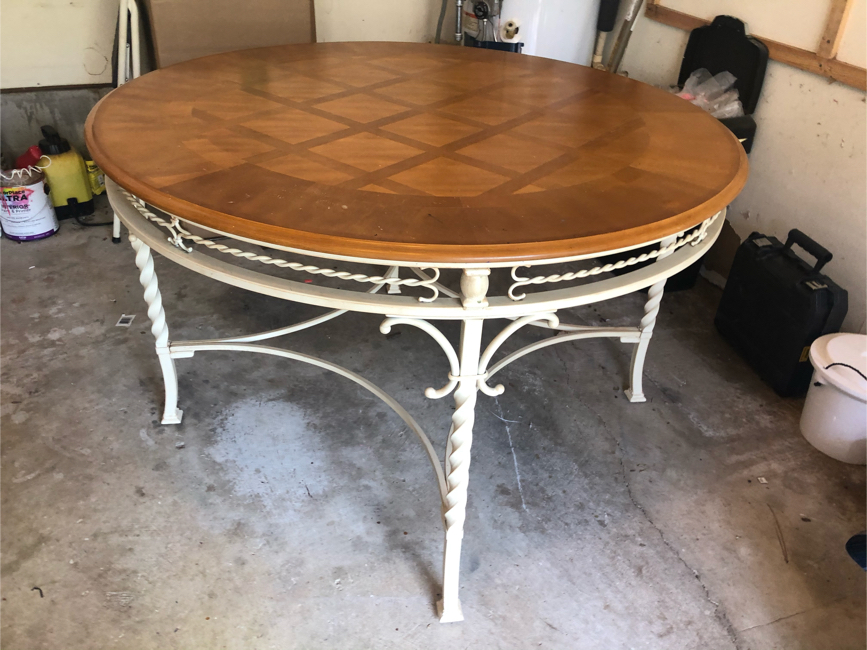 Photo Ashley light wood round dining table set with four chairs