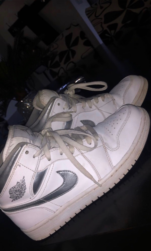 Photo Jordan 1 retro pure money size 8 price Negotiable