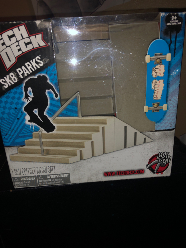 Photo Tech deck with sk8 park stairs