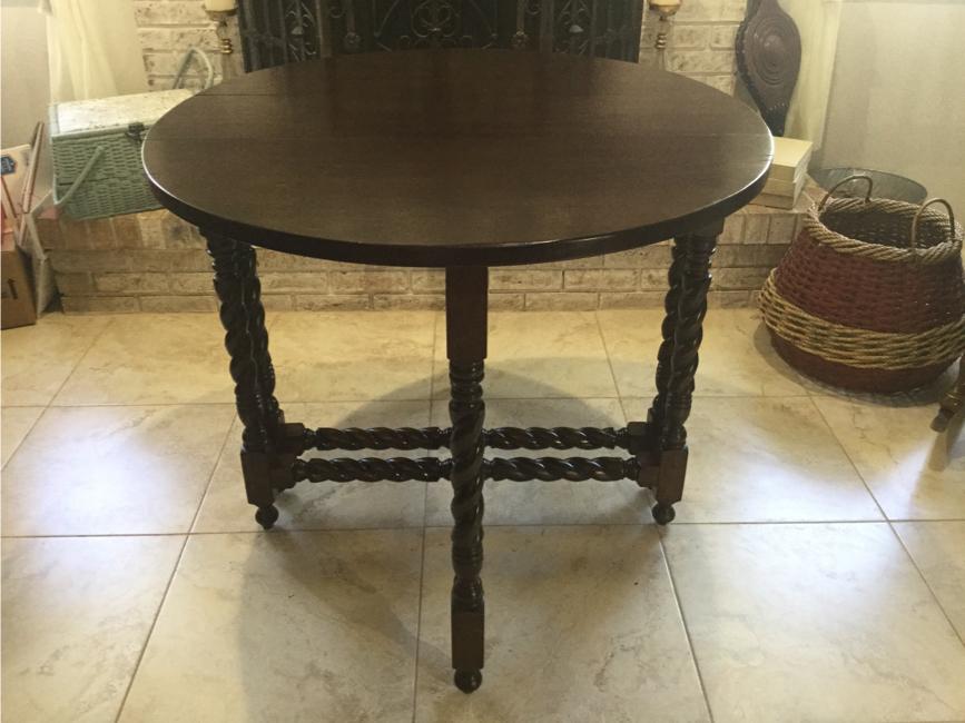 Photo VINTAGE GATE LEG DROP LEAF SOLID WOOD OVAL / ROUND TABLE