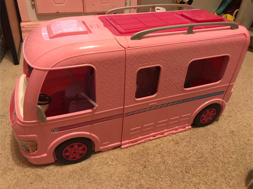 Photo Barbie camper and jeeps
