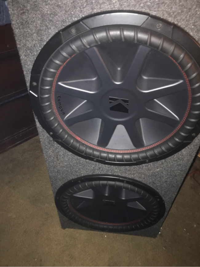 "Photo 2 kickers 15"" subwoofers in a box"