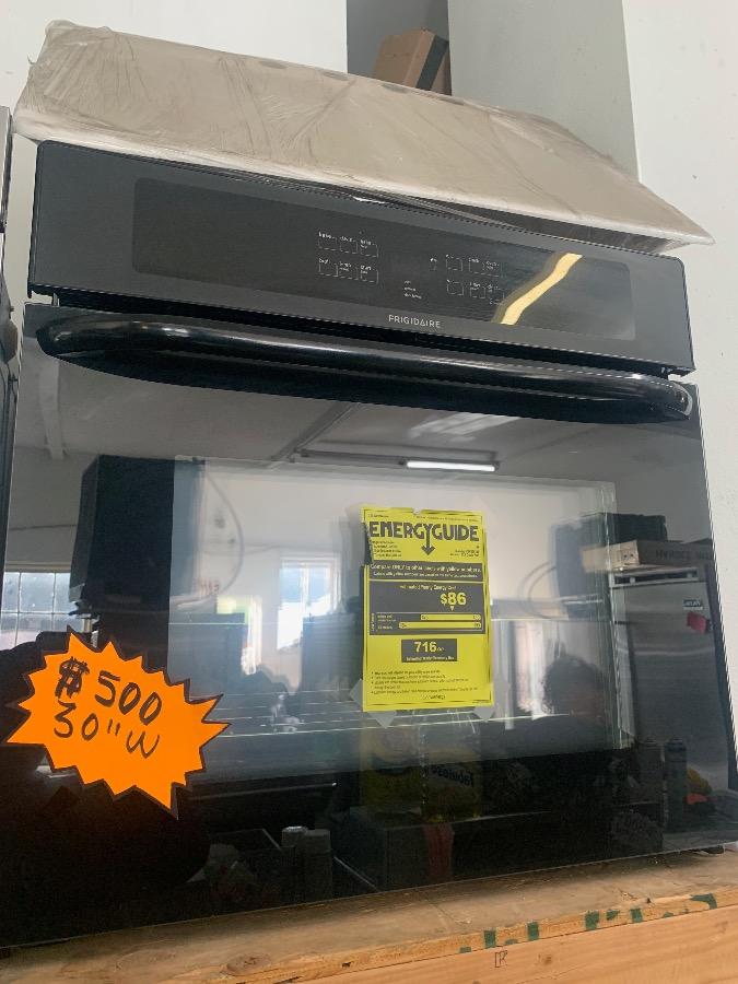 Photo Frigidaire Black Electric Single Oven 30 Wide