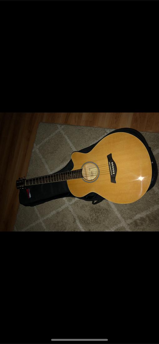 Photo Ventura acoustic guitar