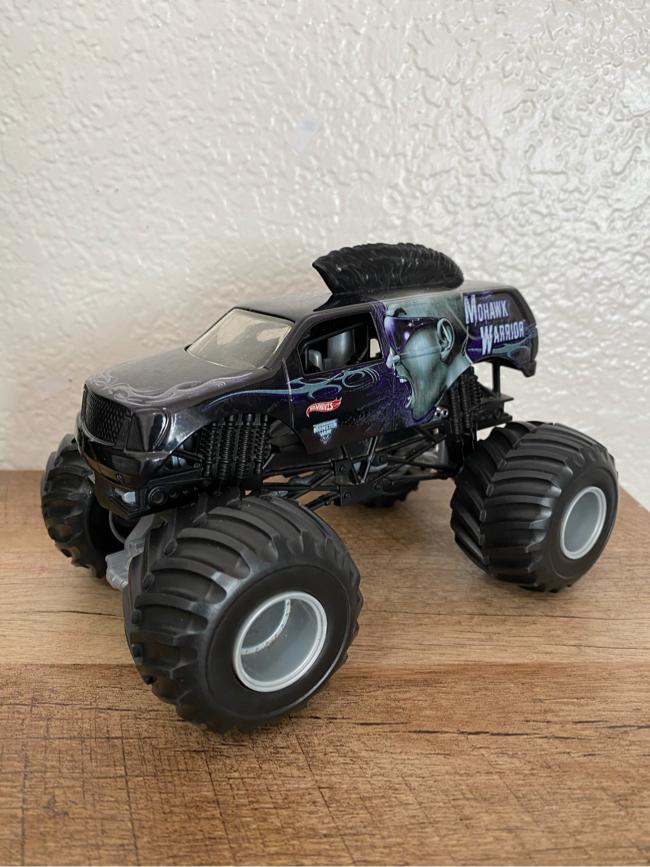 Photo Hot Wheels Monster Jam Mohawk Warrior Monster Truck (1:24 Scale)