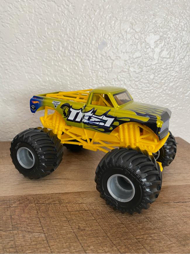 Photo Hot wheels Monster Jam Titan Monster Truck (1:24 Scale)