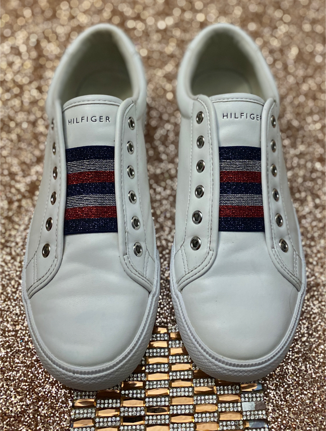 Photo Women's Tommy Hilfiger White/Signature Lace-Less Slip-On Sneaker Shoes