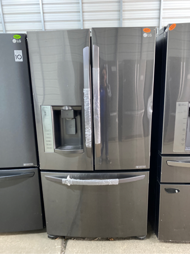 Photo 🥴🤩🤪 LG Extra space with 2 Ice buckets and water filter🤩🥴🤪