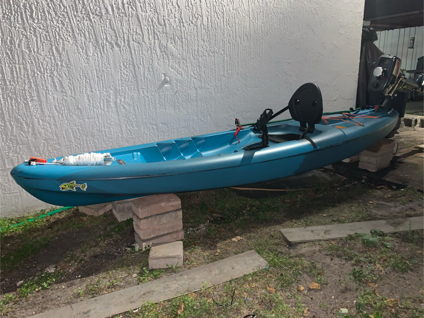 Photo Kayak10ft with outboard 3.5hp. Brand new