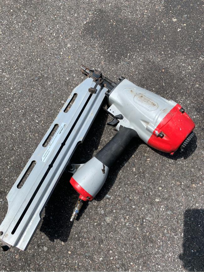 Photo Central pneumatic 3 in 1 framing nail gun