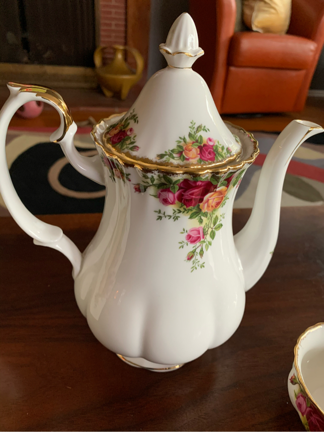 "Photo Royal Albert ""Old Country Rose"" Fine China, Coffee Pot, Mugs, Teacups, Candy Jar Canister, Sugar/Creamer"