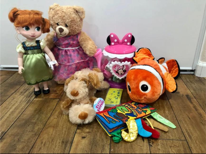 Photo Anna, Build A Bear, Nemo, Minnie Mouse Tea Set