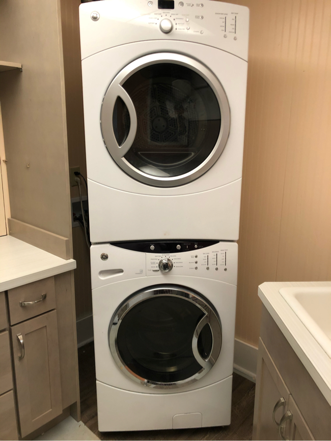 Photo GE Stackable Washer & Dryer