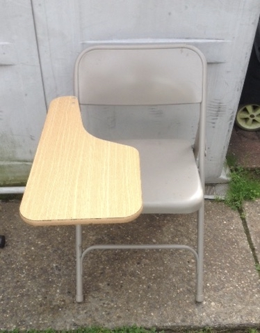 Photo Tablet Arm Chair Metal Right-Handed Folding Steel Chair Many night schools, training facilities, book clubs and other groups use tablet arm chairs as an affordable and compact solution when seeking out chairs and desks. A tablet arm chair can also be a