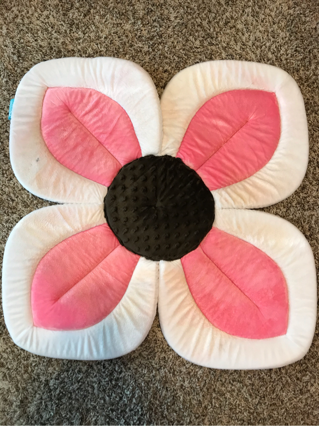 Photo Baby girl flower bath sink cushion