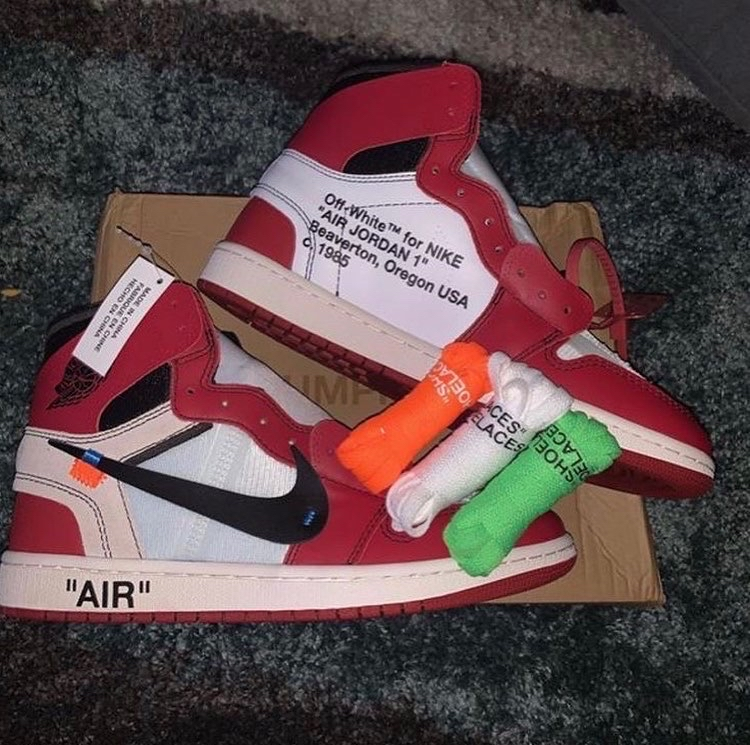 Photo Off White Jordan 1s