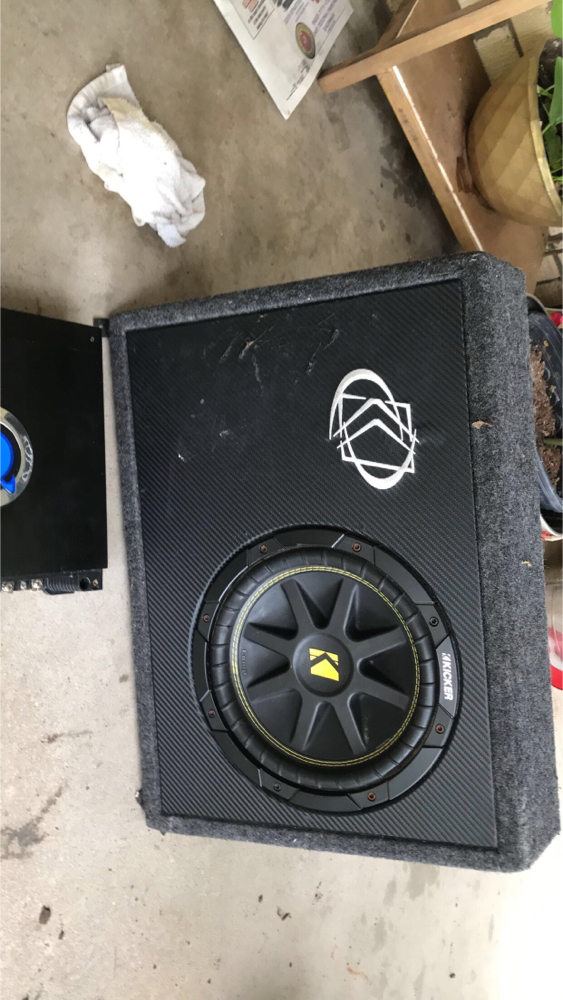 "Photo Selling my 10"" kicker comp sub with a planet audio 1500w"