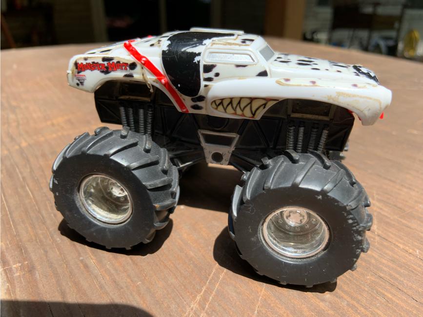 Photo Monster Jam Monster Mutt truck 1/43 Scale