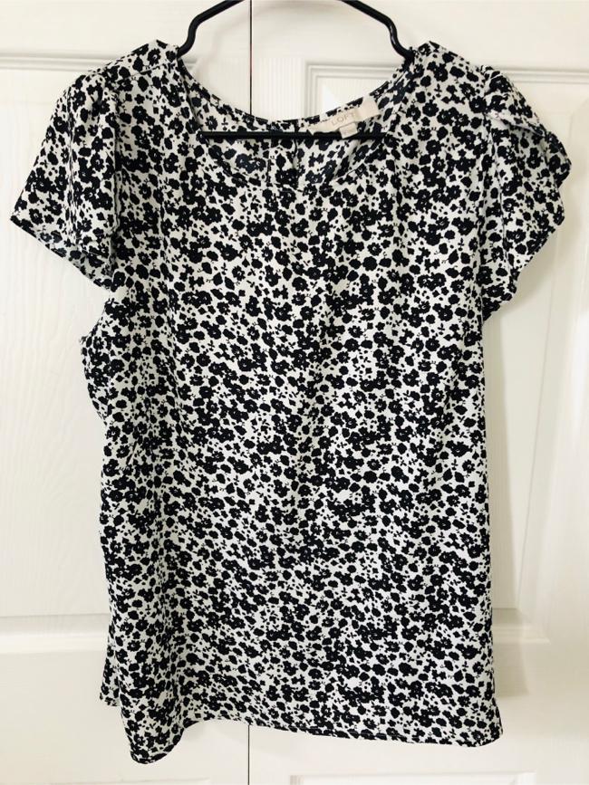 Photo Ann Taylor Loft black and white blouse size XL(pick up only)