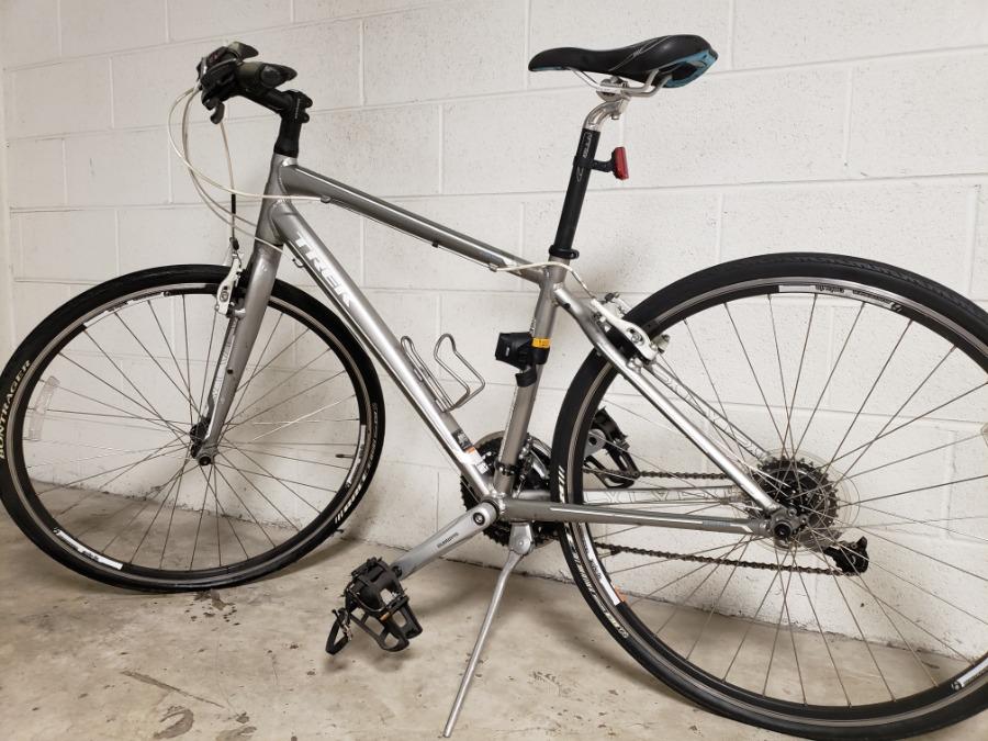 """Photo 2012 Trek 7.3 FX WSD 17"""" Hybrid Bike $300 Or Best Offer"""