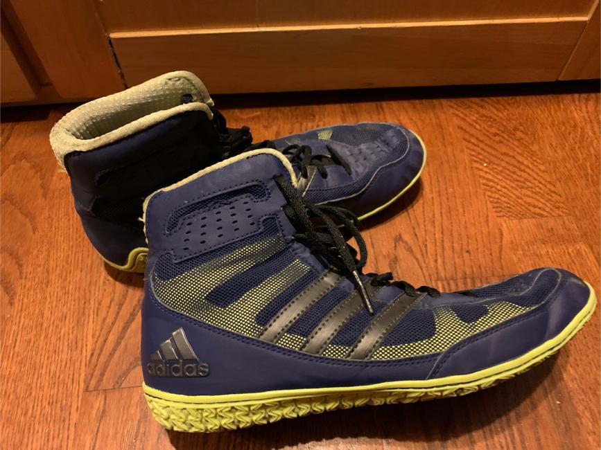 Photo Men's 7 1/2 adidas wrestling shoes