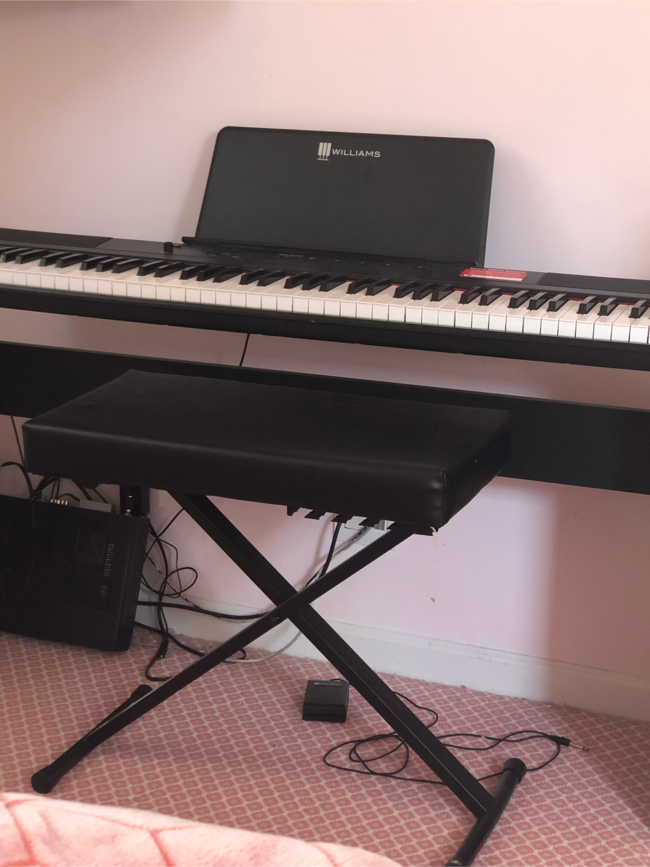 Photo Williams 88 inch electric keyboard with bench