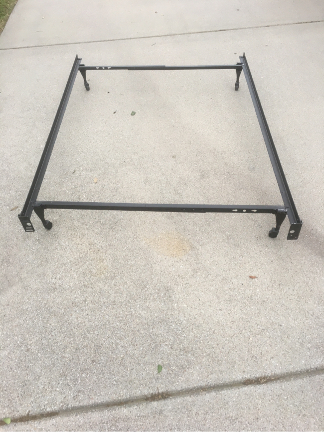 Photo Twin / Double Bed Metal Bed Frame