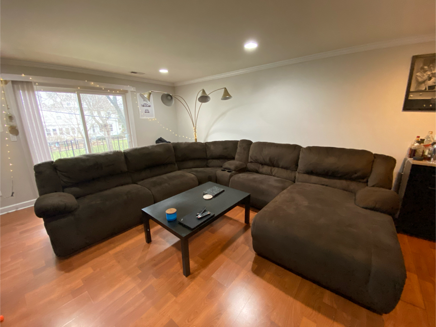 Photo Ashley Furniture 6-Piece Sectional