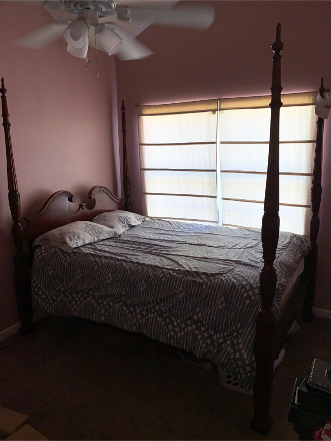 Photo Havertys Premium Cherry Wood Queen Size Bedframe