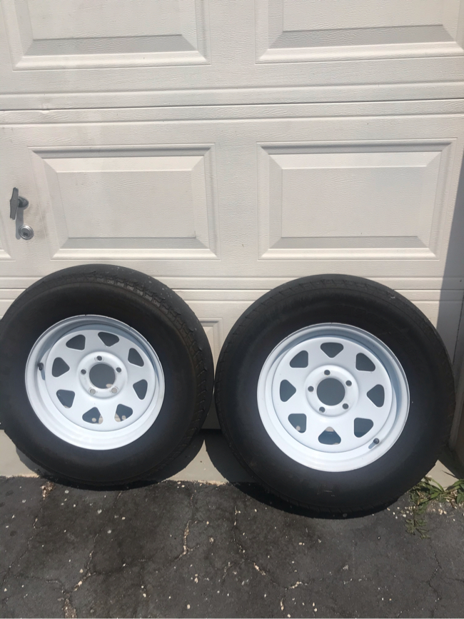 Photo 205/75/15 Trailer rims and tires