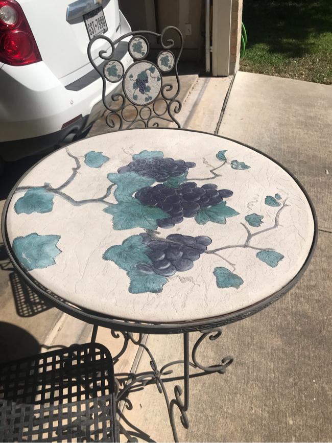 Photo High top patio table with 2 stools