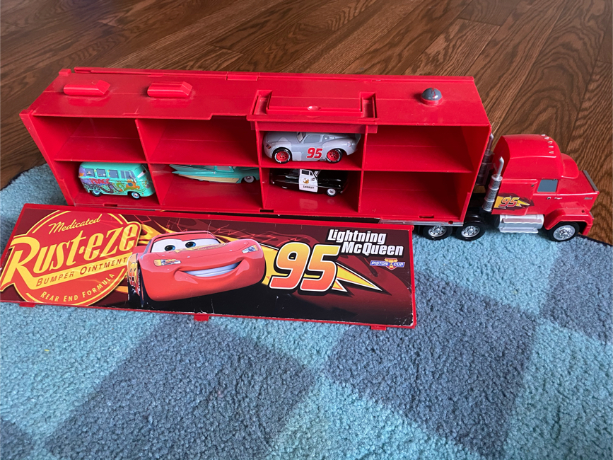 Photo Disney Light up and sound Mack truck with metal cars set