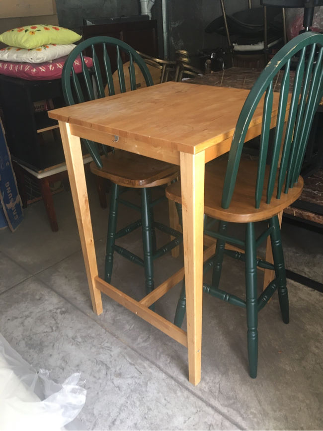 Photo TWO SEATER TABLE SET