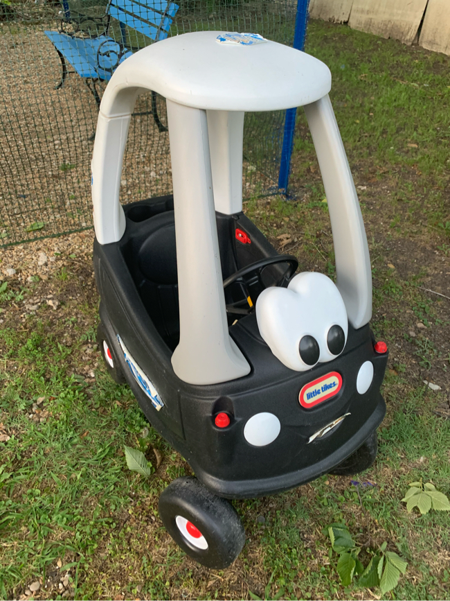 Photo Toddler police car